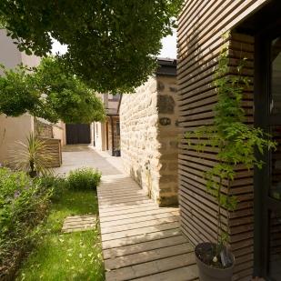 Façade bois et pierre restaurée